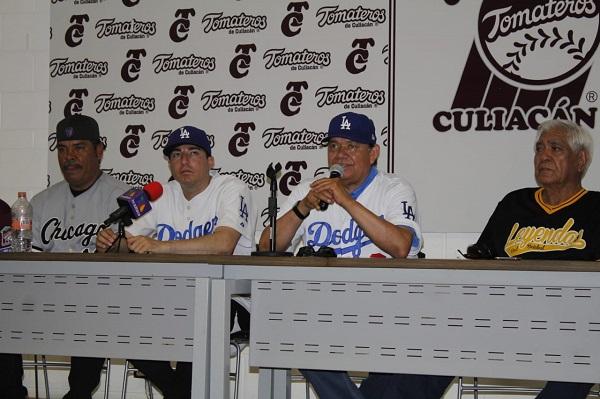 """""""Toro"""" Valenzuela admira apoyo de AMLO hacia el beisbol"""