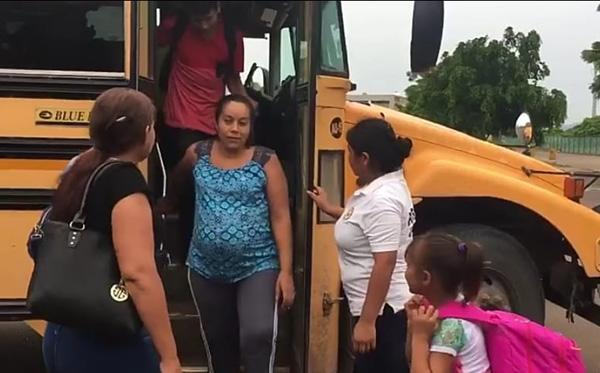 Inicia la evacuación en Teacapán, familias se resisten a dejar sus hogares