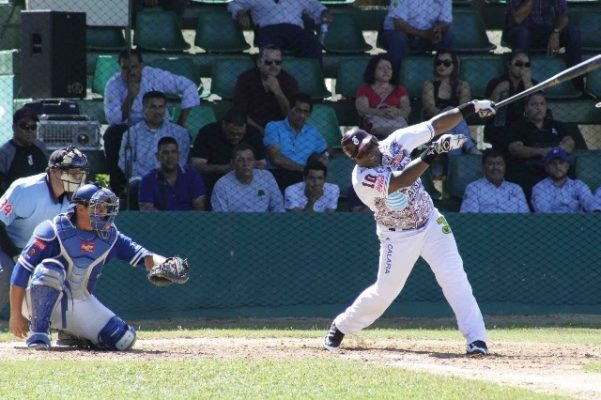 """Cochito"" Cruz dispara grand slam"