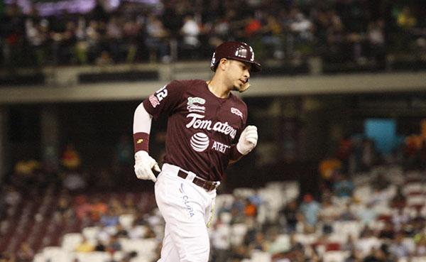Joey Meneses al béisbol oriental