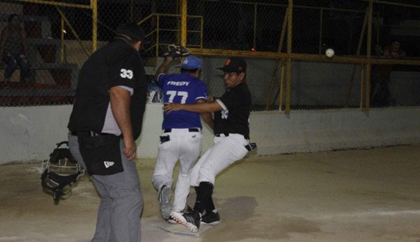 VÍCTOR Ruiz anota en la séptima. Foto: Cortesía