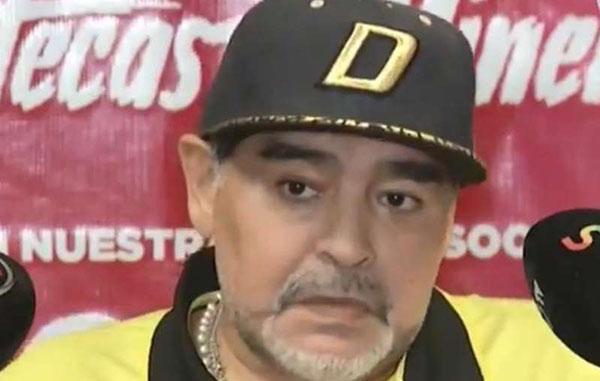 Maradona arremetió contra el arbitraje
