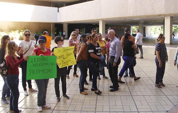 Vecinos de Valle Alto se manifiestan en Palacio de Gobierno