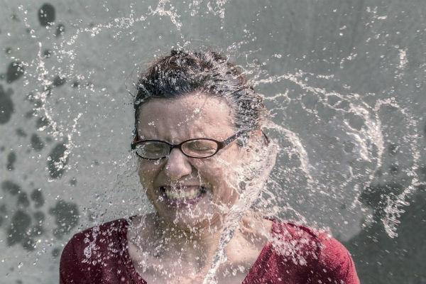 Reto del agua hirviendo, un peligro en las redes sociales