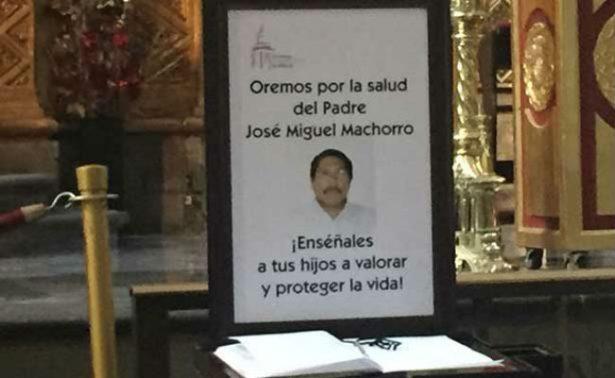 Sin contratiempos, padre apuñalado en Catedral llega a hospital de la CDMX