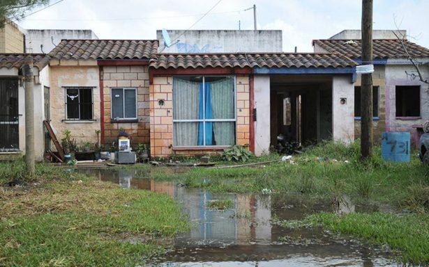 Debilitadas, casas afectadas por inundación