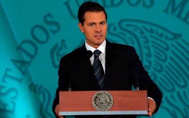 Peña Nieto aterriza en base de Santa Lucía; activa Plan MX