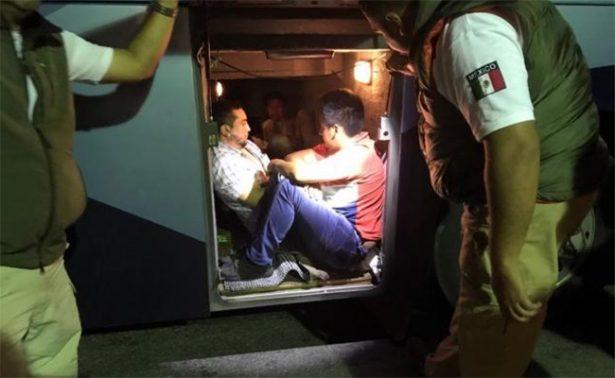 Rescatan a 7 que viajaban en maletero de autobús