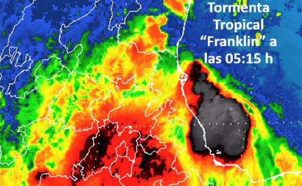 Huracán Franklin se debilita a tormenta tropical y se ubica en Puebla