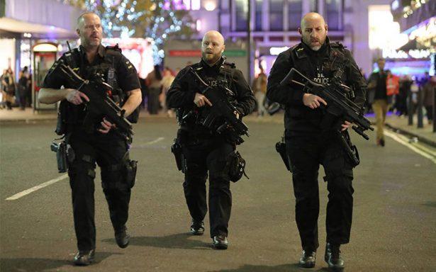 Evacuan Oxford Circus tras reporte de tiroteo; no hay rastro de sospechosos
