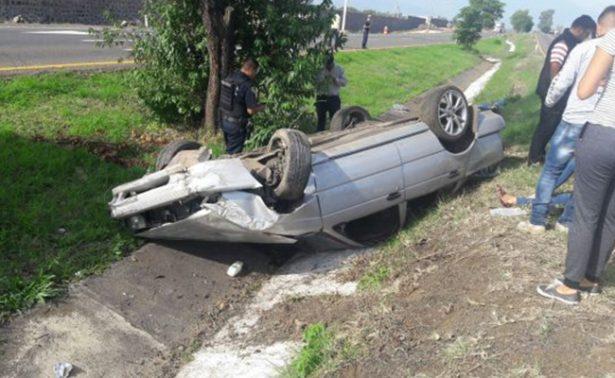 Dos lesionados tras volcadura en la Pátzcuaro-Morelia