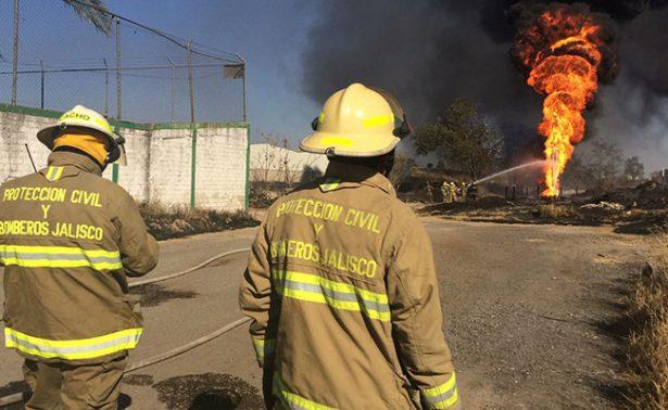 Se incendia ducto de Pemex en Zapopan