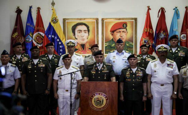 """Ejército venezolano ratifica """"lealtad e incondicional apoyo"""" a Maduro"""