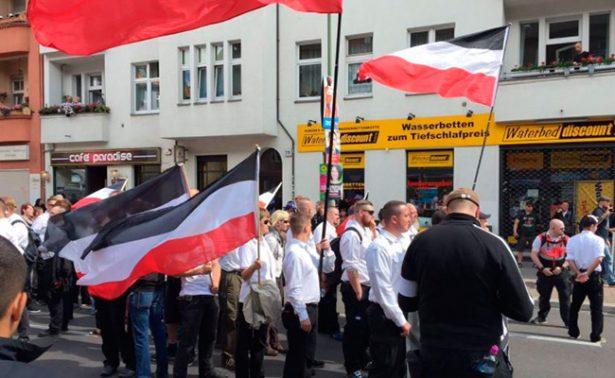 Marcha neonazi desfila por las calles de Berlín conmemorando al nazi Rudolf Hess