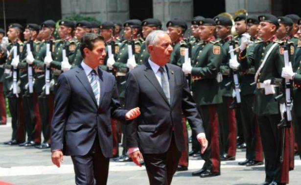 Peña Nieto recibe en Palacio Nacional al presidente de Portugal