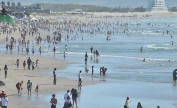 Cierran playa en Ensenada por derrama de aguas negras