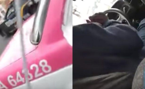 """Pasajero exhibe a su taxista """"monéandose""""; le quitan su licencia"""