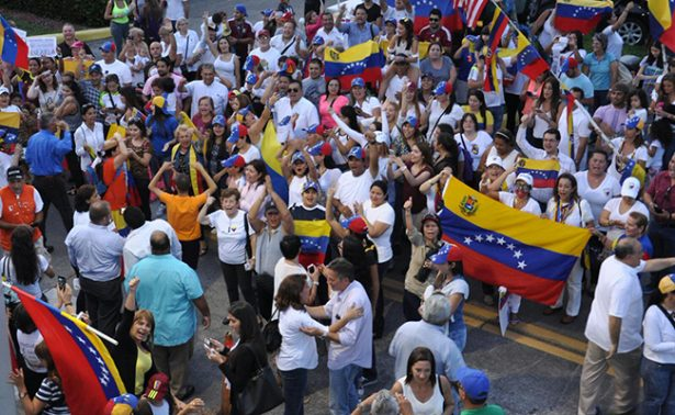 "Piden exiliados a Trump ""alivio migratorio"" para venezolanos perseguidos"