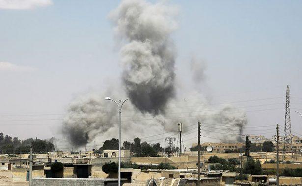 Alianza liderada por EU se enfrenta a ejército sirio cerca de la ciudad de Raqa