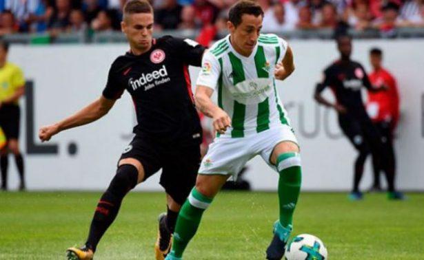 Gris actuación del Betis y Andrés Guardado ante el Eintracht