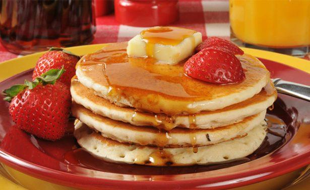 Hot cakes, fieles compañeros del desayuno, celebran hoy su día