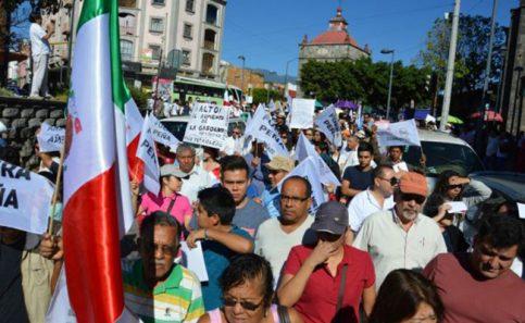 Más ciudadanos se unen a marcha contra el gasolinazo