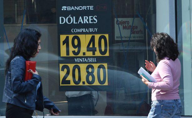 Peso continúa ganando terreno, dólar cierra hasta en $20.89 en bancos