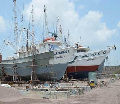 Aprovechan la Veda Para Reparar Barcos Camaroneros