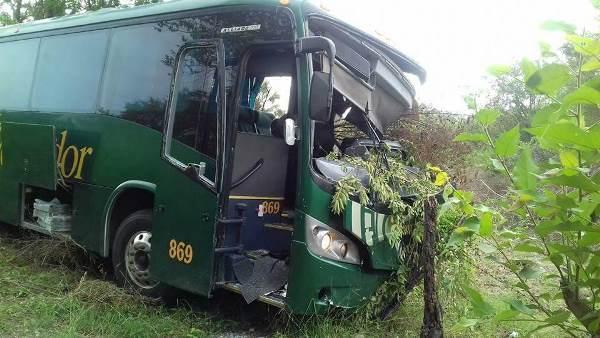 Camioneta de Valores Choca con Autobús: Dos Muertos