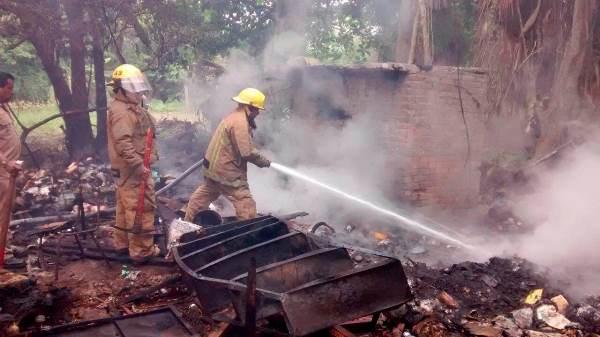 Casa Consumida por Voraz Incendio en la Col. Obrera