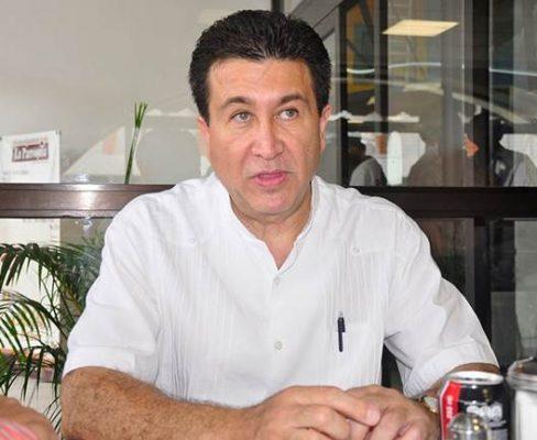 Lamenta Héctor Yunes la muerte del Filósofo de Güémez