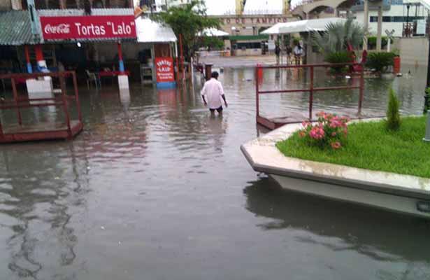 """Aguas Negras y Pluviales Inundan Nueva Plaza """"Hijas de Tampico"""""""