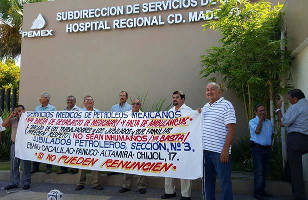 Jubilados de Pemex Realizan Plantón Frente al Hospital