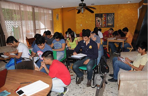 Alumnos del Tec se ven Obligados a Tomar Clases en Casa de Profesores