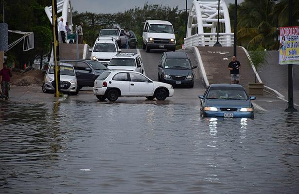 Inundaciones Afectan a Automovilistas