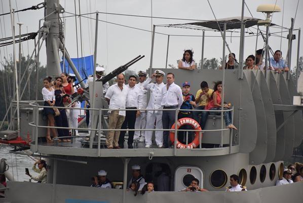 Celebran con sus Familias el Día de la Marina Nacional