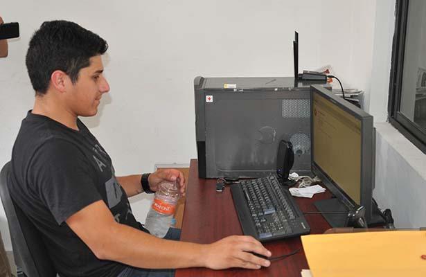 Sancionarán a Empleados Municipales que Usen Redes Sociales en Horas de Trabajo