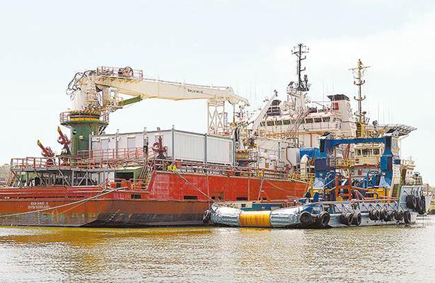Semiparalizada la Industria Petrolera en el Golfo de México