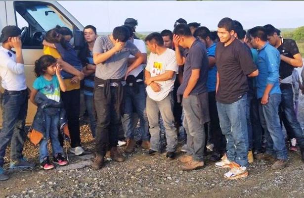 Aseguran Policías Estatales a 38 Migrantes y Detienen a Tres Traficantes