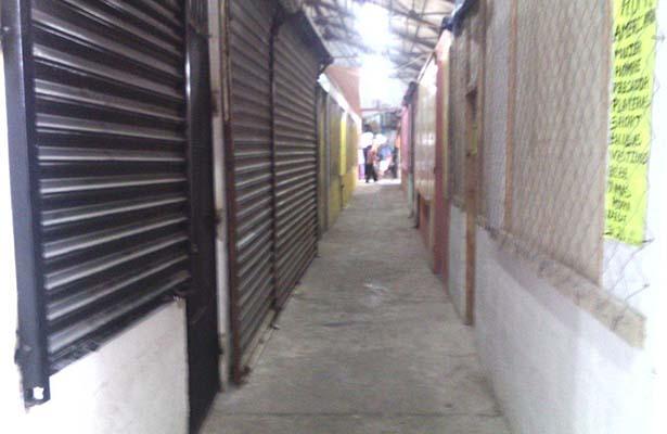 Bajas Ventas Causan el Abandono de Locales en Mercados Temporales