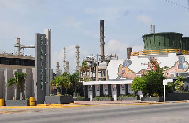 Reduce Pemex más del 50% sus Donaciones de Asfalto