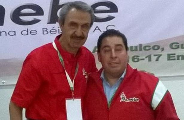 El Ing. Renán Martínez Bernal fue designado gerente de la Federación Mexicana de Beisbol. Aquí con el presidente de la Femebe, Enrique Mayorga Betancourt.