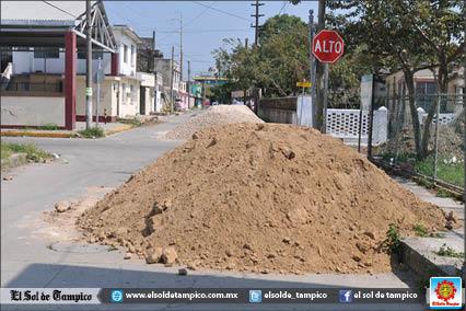 Arrojan material para construcción cerca de zona turística de Tampico