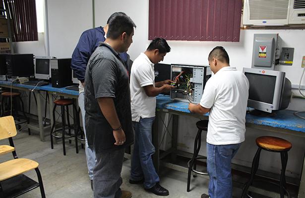 Ofrece el Cecati No. 110 cursos de capacitación al público en general