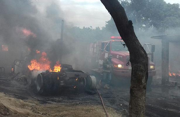 Valientes Bomberos combatieron un incendio sin equipo ni protección