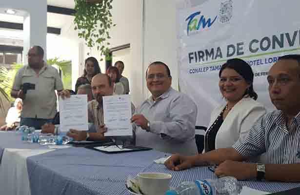 Firma Conalep convenio de colaboración con empresa maderense