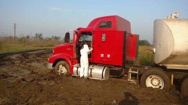 Detectan autotanque al parecer con combustible robado