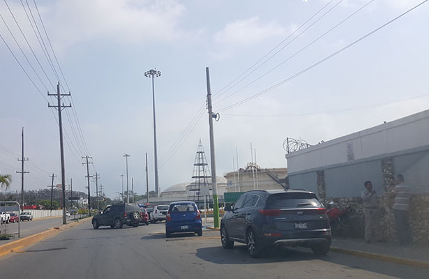 Exigen operación grúa frente a Refinería Madero