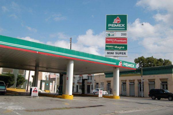 Cierran 300 gasolineras de la frontera en protesta por el esquema fiscal que encarece combustibles