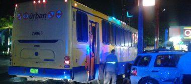 Jovencitas fueron impactadas por un autobús de pasajeros, dos de ellas resultaron lesionadas